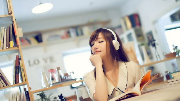 Playlist de septembrie – Cu ce piese asociază internauții primele zile de școală