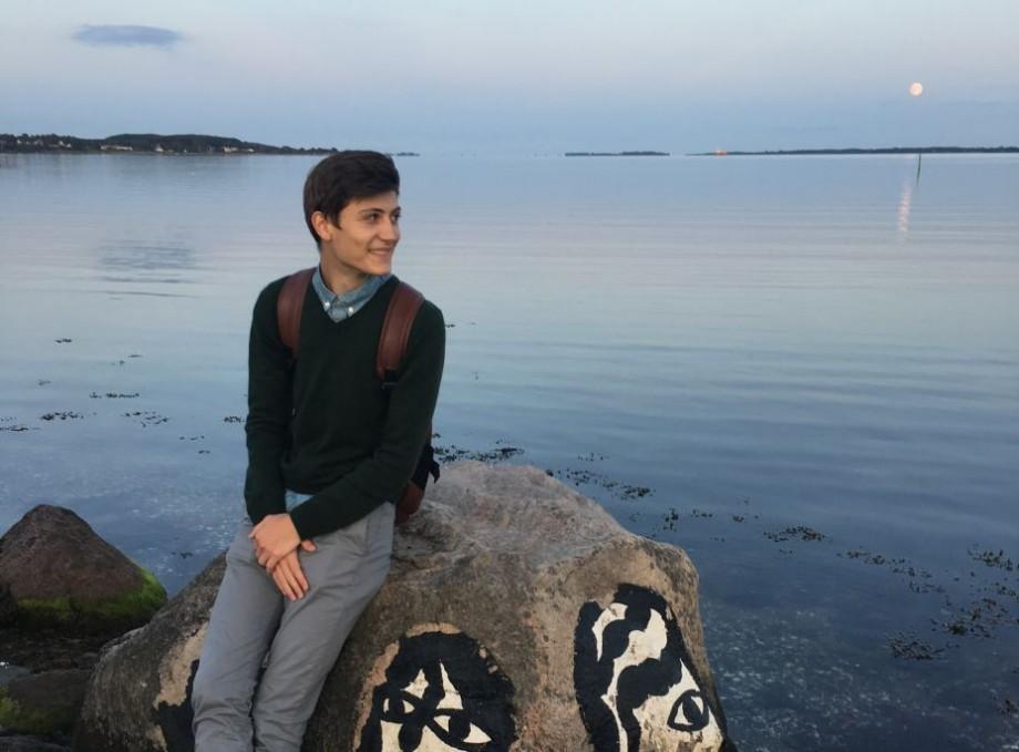 Universitatea #diez: Cum sunt obișnuiți studenții unei universități din Danemarca cu regimul de oficiu. Experiența lui Cristi Axenti