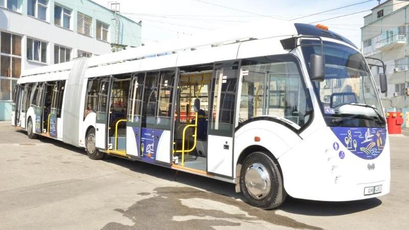(foto) A fost lansat primul electrobuz din Capitală. Care este itinerarul acestuia