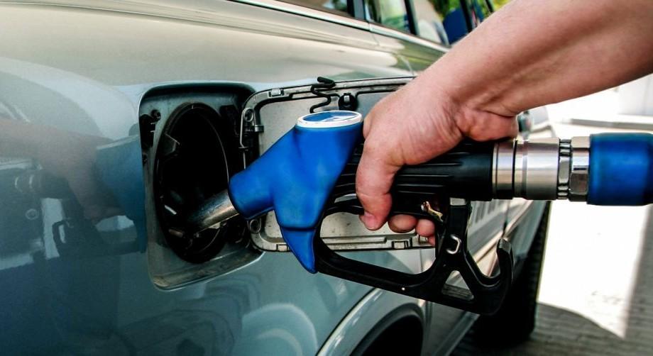 (infografic) Stat în care un litru de benzină costă 18 bănuți. Moldova se află în top 10 țări din CSI cu cel mai mic preț la combustibil