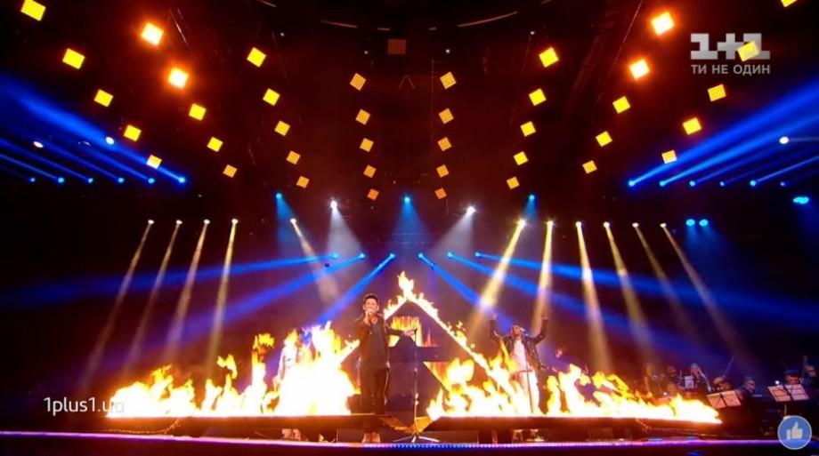 (video) Au făcut spectacol la Vocea Ucrainei. Dan Bălan a cântat printre flăcări, alături de discipolii săi